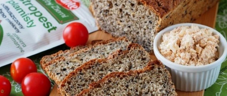Chleb orkiszowy z ziarnami i ostropestem