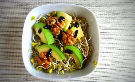 Wiosenna sałatka z awokado