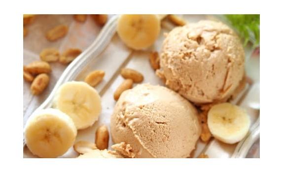Wegańskie lody bananowo-kokosowe z masłem orzechowym