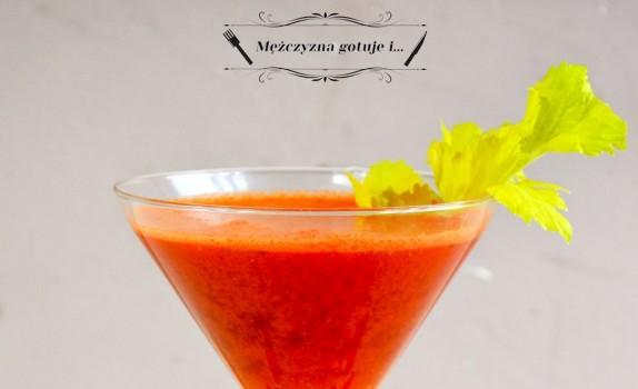 Napój witaminowy z marchewki, pomarańczy, selera i jagód goji