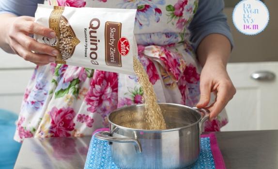 Kulki z piekarnika z quinoa, z jarmużem i groszkiem