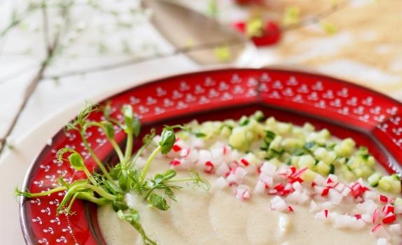 Zupa krem z topinamburu i amarantusa z wiosennymi dodatkami