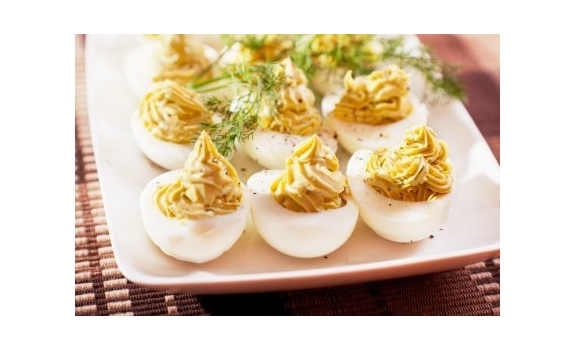 Faszerowane jajka z prażonym sezamem i rzeżuchą