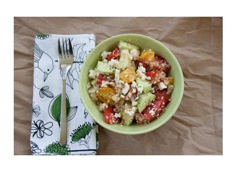 Quinoa z warzywami i serem feta