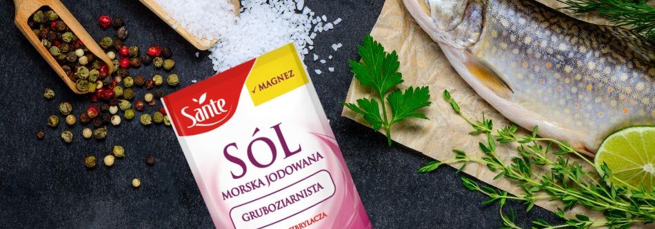 Pieczony pstrąg w soli morskiej gruboziarnistej Sante